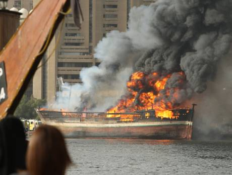 Massive fire destroys cargo boat in Dubai