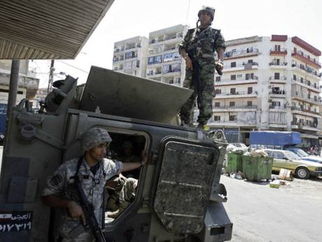 Lebanese soldiers take position