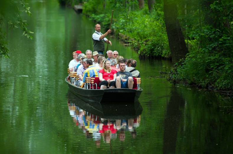 tourists-on-a-boat-make-their-way-through-the-spreewald-region-near-burg-eastern-germany