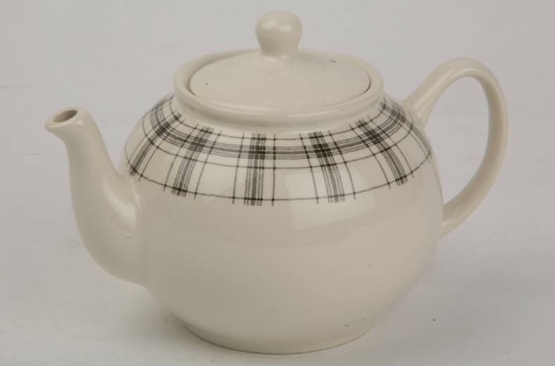 plaid-black-tea-pot
