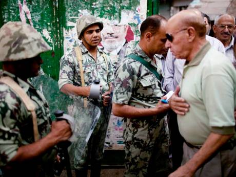 Egyptian voters pass security forces