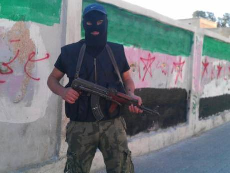 A masked Syrian Free Army fighter