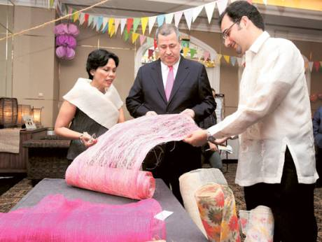 Grace Princesa, Philippine Ambassador to the UAE; Sheraton manager J. Thomas van Opstal