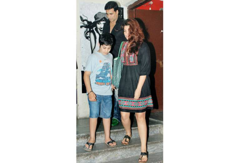 akshay-kumar-and-family
