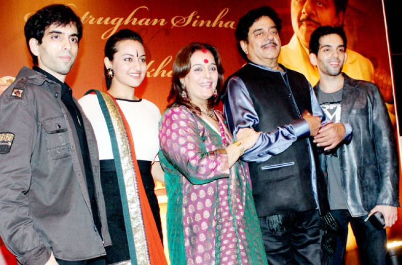 shatrughan-sinha-and-family
