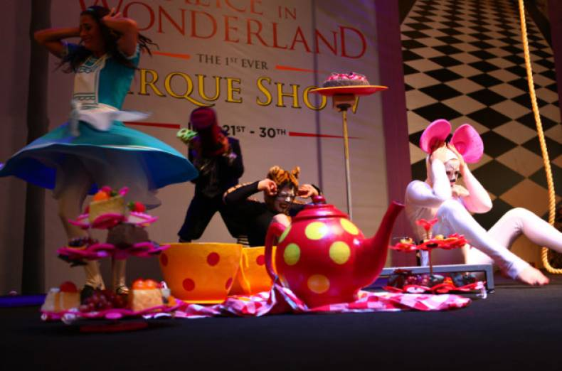 artists-performing-at-a-show-titled-alice-in-wonderland-during-the-dubai-summer-surprises