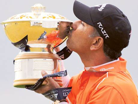 Jeev Milkha Singh with the trophy after winning the Scottish Open