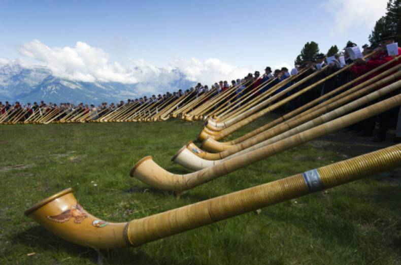 copy-of-switzerland-alphornfestival-jpeg-05160