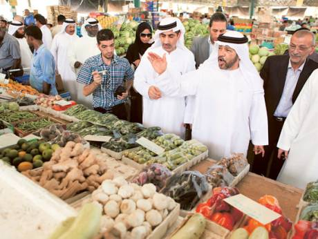 Dr Hashem Al Nuaimi, Director of the Customer Protection Department, and his team visit the market