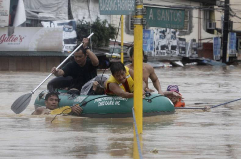 copy-of-man203-philippines-floods-0807-11
