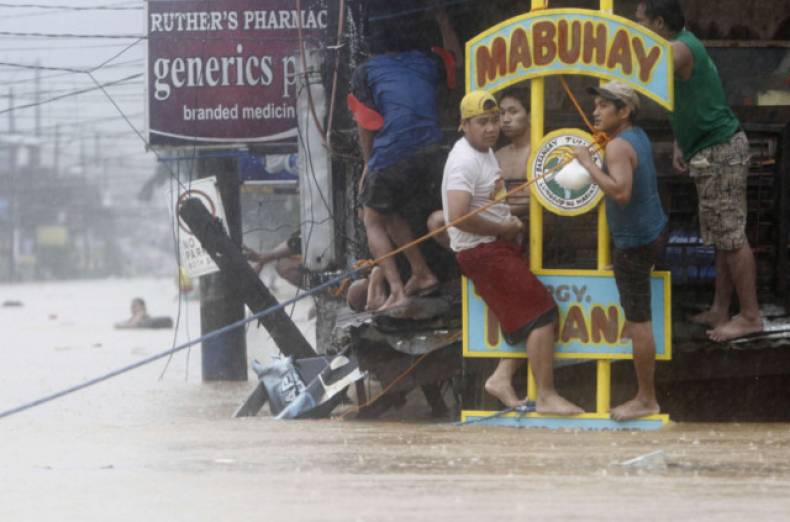 copy-of-man206-philippines-floods-0807-11