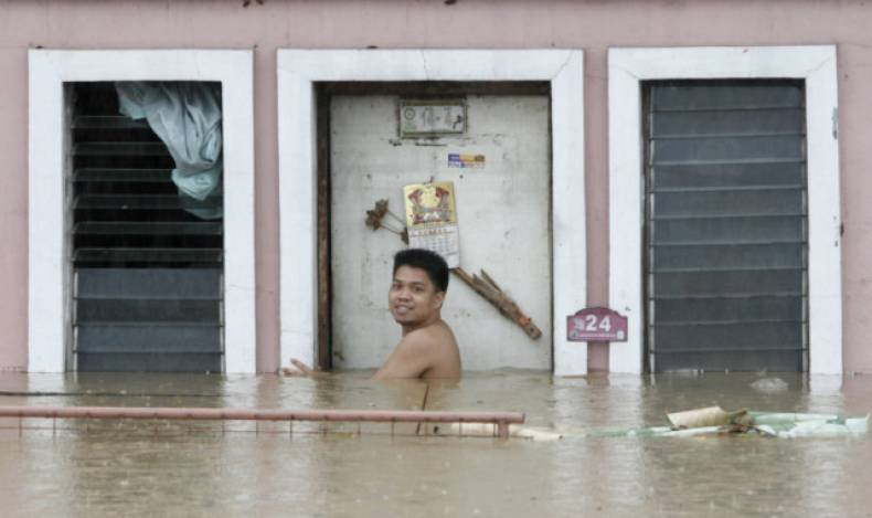 copy-of-man211-philippines-floods-0807-11