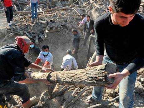 Rescue teams search for quake victims in Iran