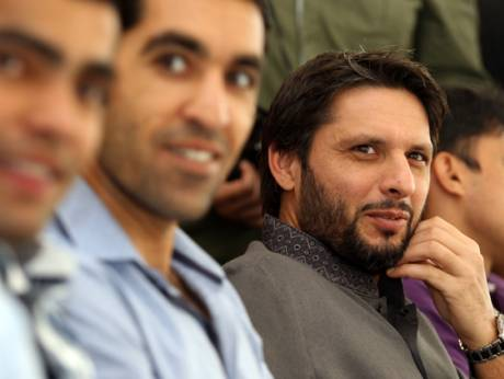 Shahid Afridi and other team members.