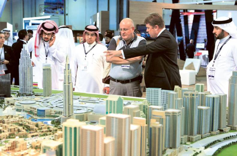 visitors-at-the-dubai-properties-group-project-on-display-at-the-cityscape