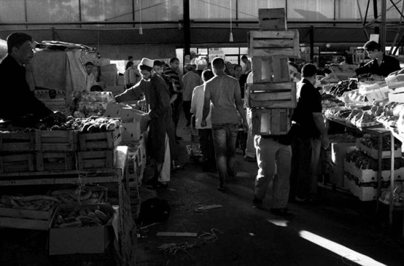 abrar-mohammad-took-this-picture-to-show-a-busy-day-at-the-aweer-fruit-and-vegetable-market