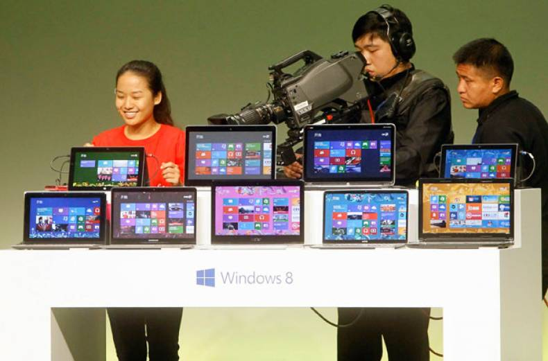 a-student-shares-her-experience-of-using-windows-8-as-she-speaks-to-the-media
