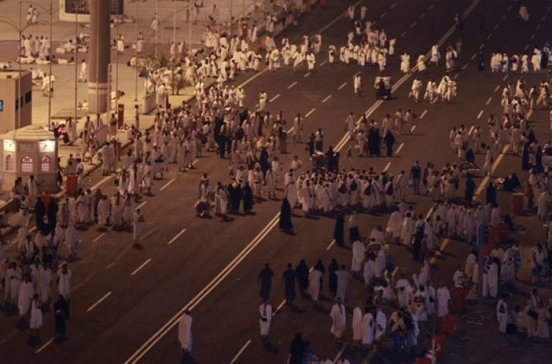 pilgrims-head-to-mount-arafat