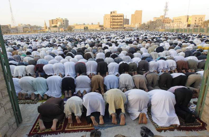 saudi-men-take-part-in-prayers-for-eid-al-adha-in-riyadh