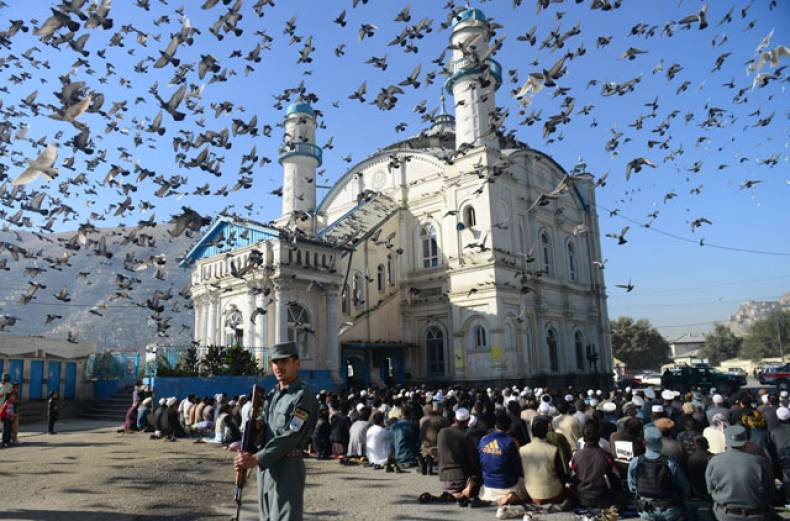 devotees-pray-during-eid-al-adha-at-the-shah-e-do-shamshira-mosque-in-kabul