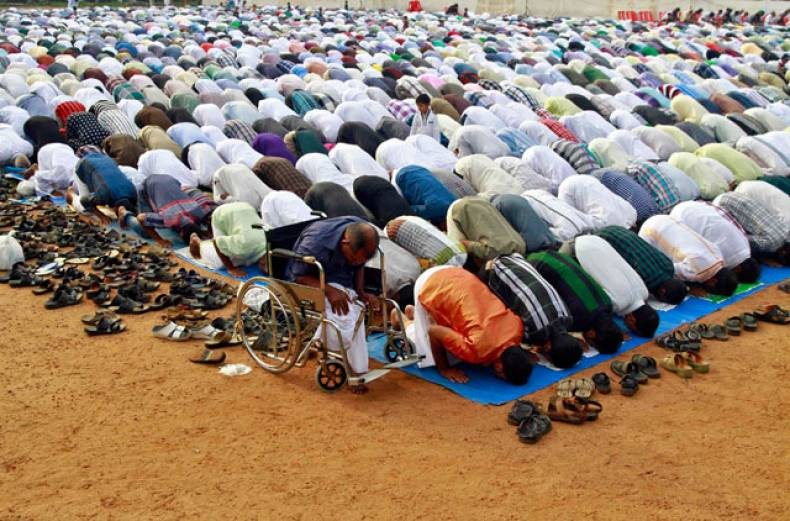 muslims-offer-eid-al-adha-prayers-at-a-playground-in-kochi