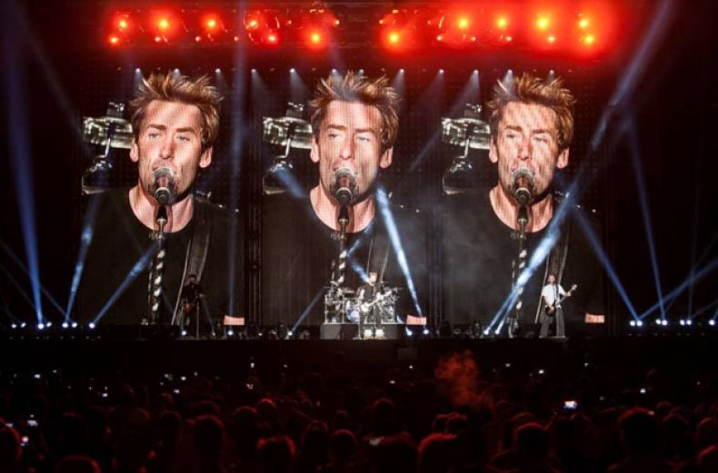 nickelback-performing