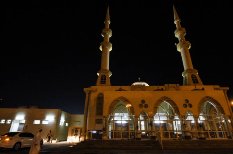 nat-121106-fujairahmosque-ar-1