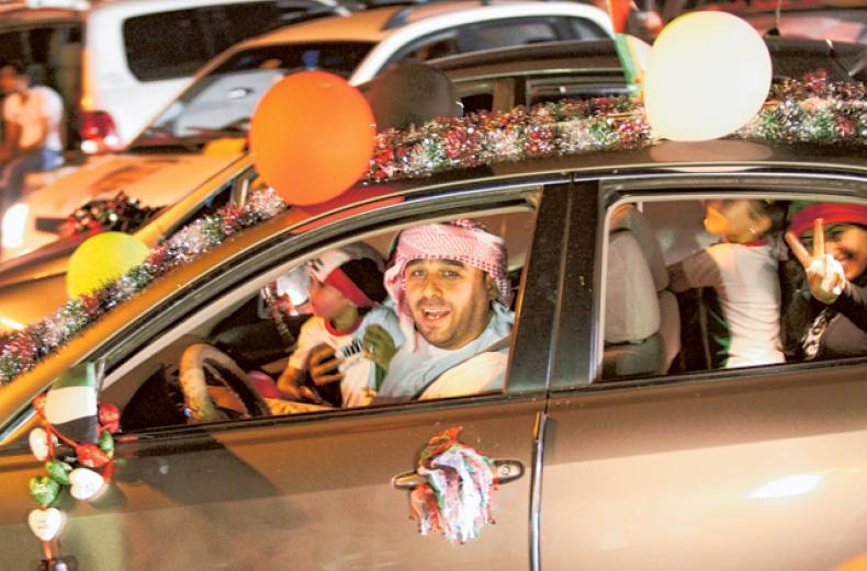ajman-residents-throng-the-corniche-road-as-they-celebrate-on-sunday-night