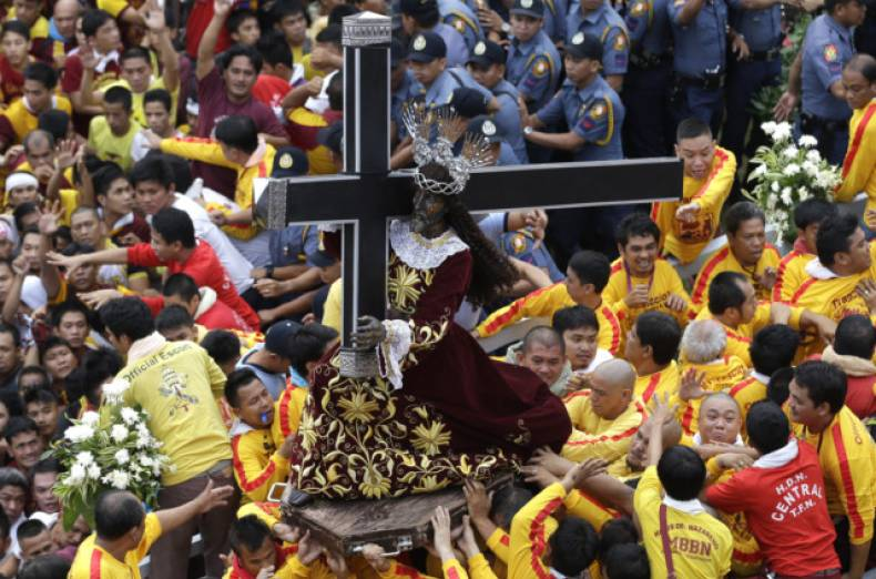 copy-of-philippines-catholic-procession-jpeg-0f567