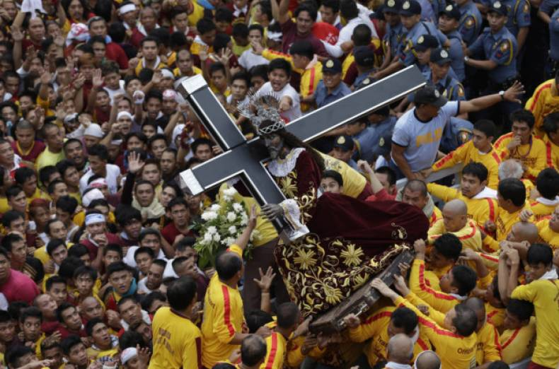 copy-of-aptopix-philippines-catholic-procession-jpeg-0e30c