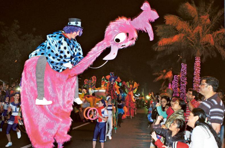 russian-artists-perform-at-al-seef-streen-during-the-dubai-shopping-festival-2013