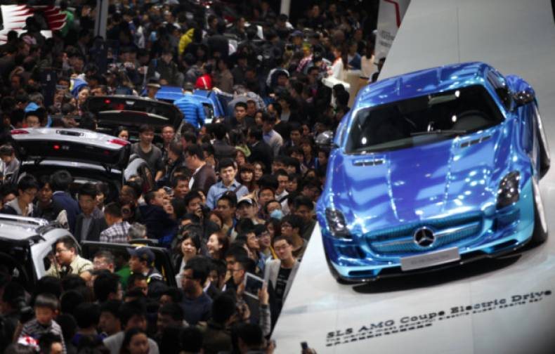 copy-of-cb02-autoshow-china-mercedes-sales-0421-11