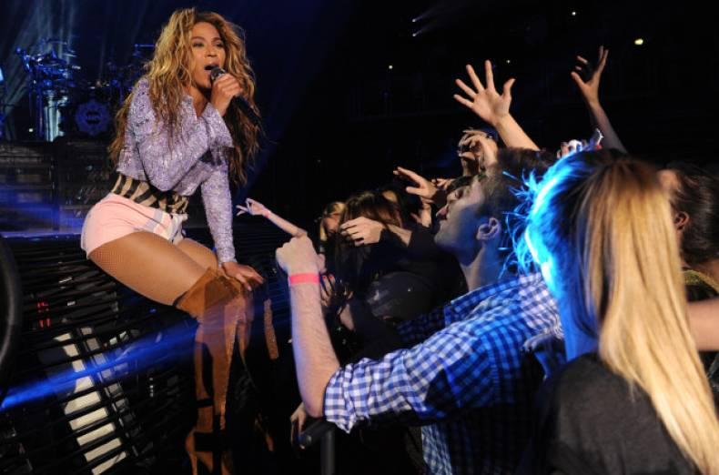 copy-of-the-mrs-carter-show-world-tour-2013-zagreb-jpeg-09699