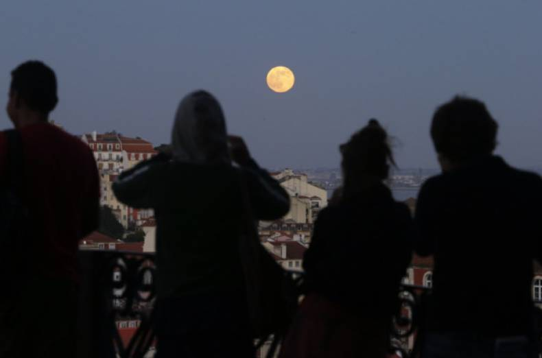 copy-of-portugal-supermoon-jpeg-04549