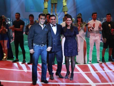 Salman Khan at the Splash Fashion Show