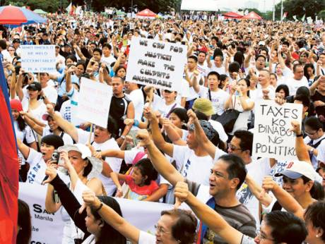Tens of thousands of protesters gather in Manila
