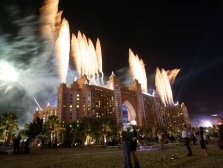 dubai ushers in new year with fireworks world record gulfnews com