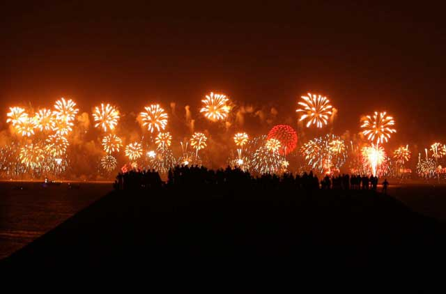 New Year eve pyrotechnics at Palm Jumeirah, Dubai