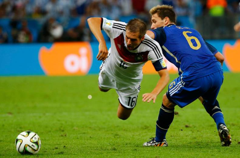germany-s-philipp-lahm-fights-for-the-ball-with-argentina-s-lucas-biglia