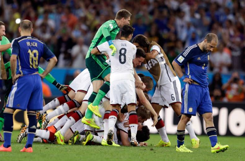 german-players-celebrate-their-1-0-world-cup-victory-in-extra-time