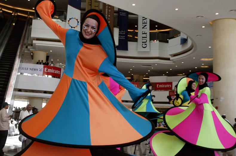 artists-perform-at-the-dubai-world-cup-2015