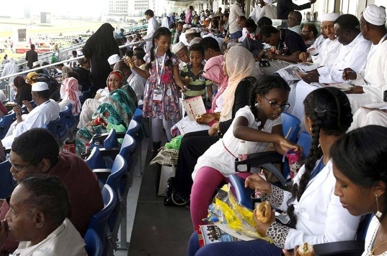 people-during-the-dubai-world-cup-2015-at-meydan