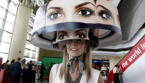 Racing fans dress their best for Dubai World Cup