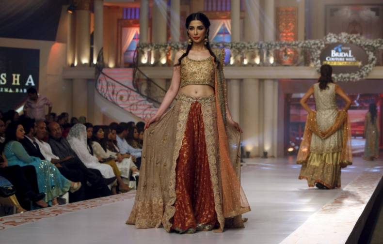 copy-of-2015-06-06t211230z-802904517-gf10000119456-rtrmadp-3-pakistan-fashion