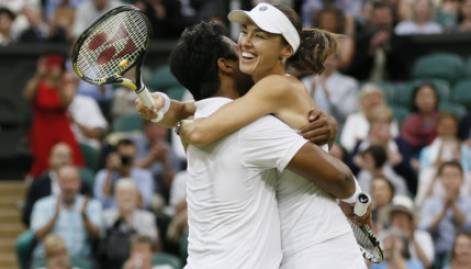 Paes, Hingis win Wimbledon mixed doubles