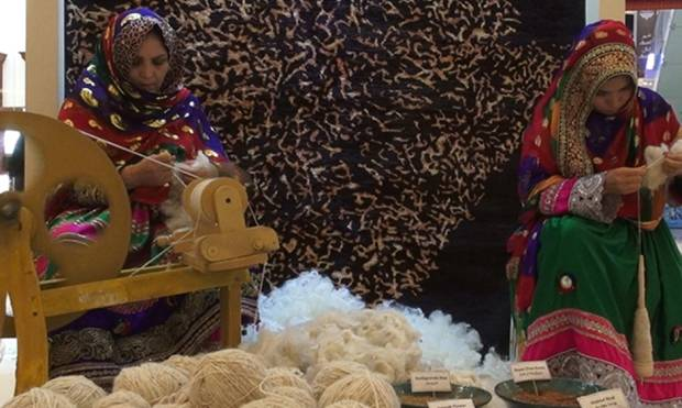 Afghan women weavers showcase their talent