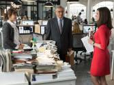 Hathaway and De Niro in The Intern
