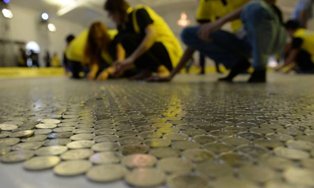 Pictures: Record coin mosaic in Philippines