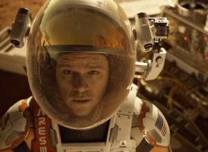 Damon charms as stranded astronaut in 'Martian'