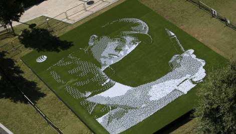 Jordan Spieth gets mosaic tribute of balls, tees